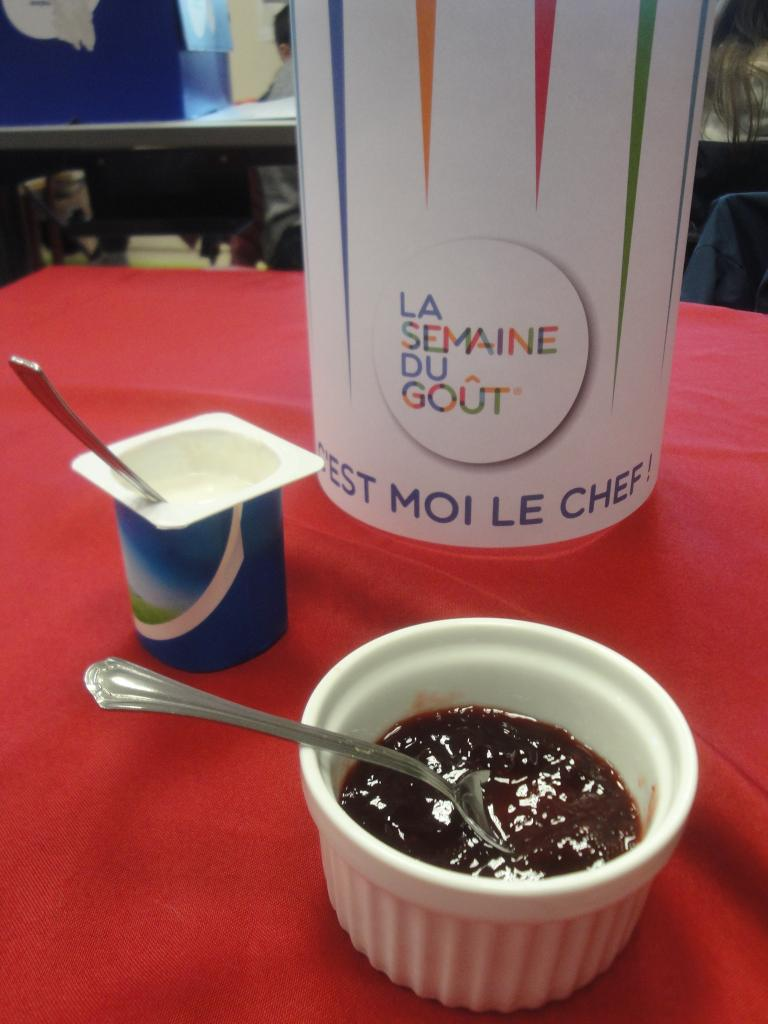 Dégustation dirigée de yaourt nature à la confiture