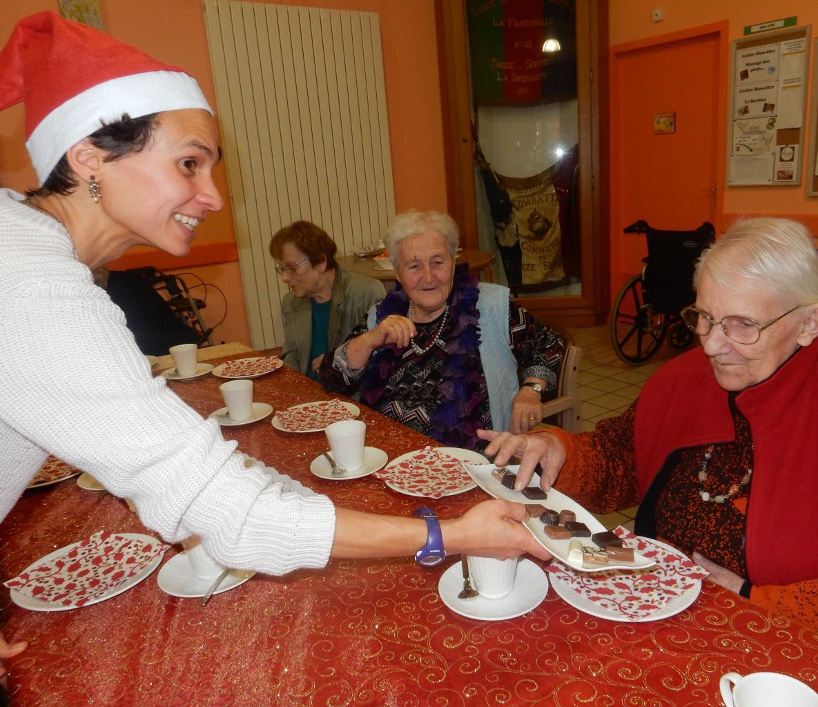 Goûter de Noël : choix délicat parmi les chocolats...