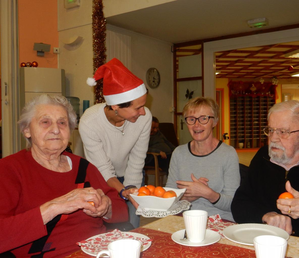 Goûter de Noël : partage des clémentines