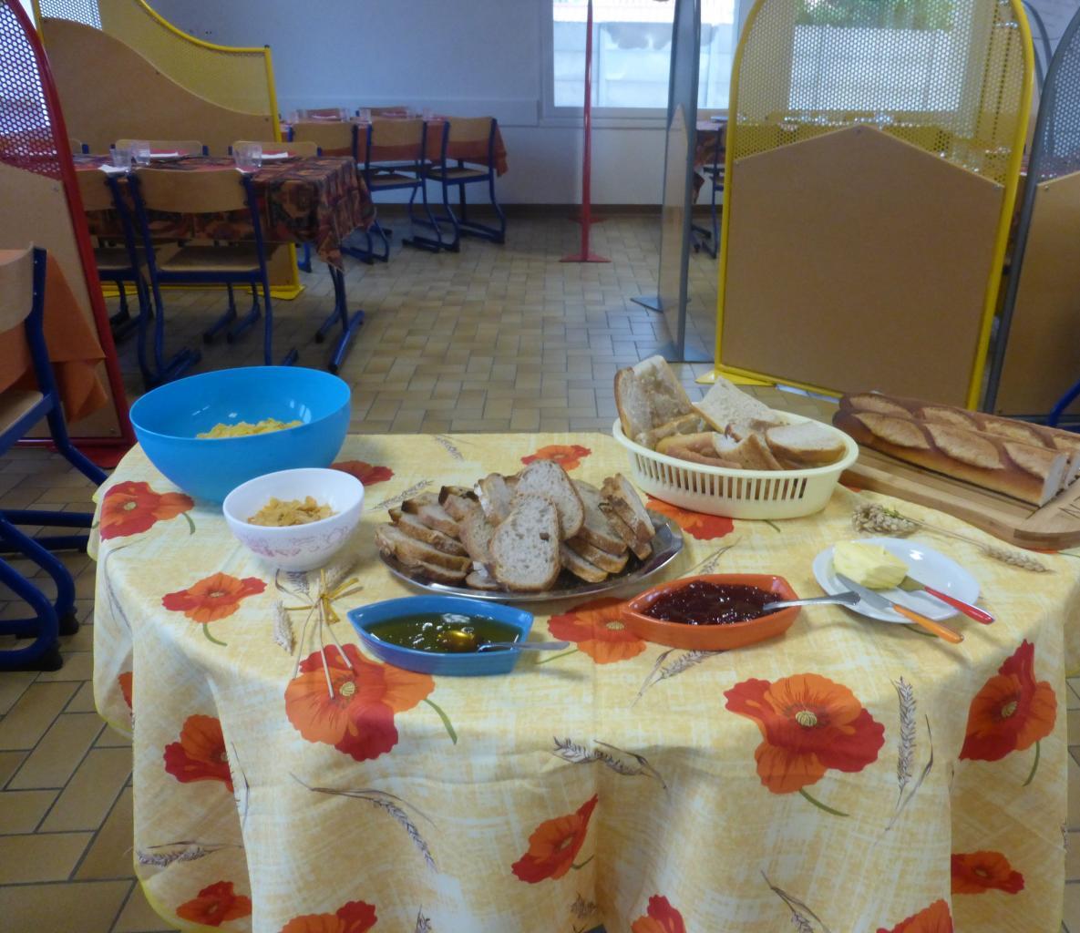 Petit déjeuner pédagogique : table